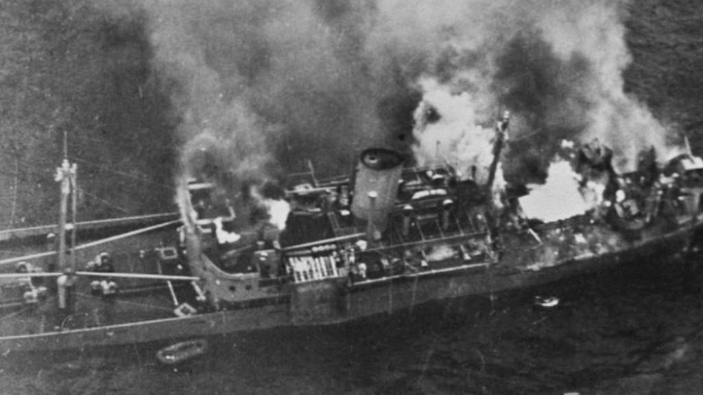 Hořící německá loď Alsterufer