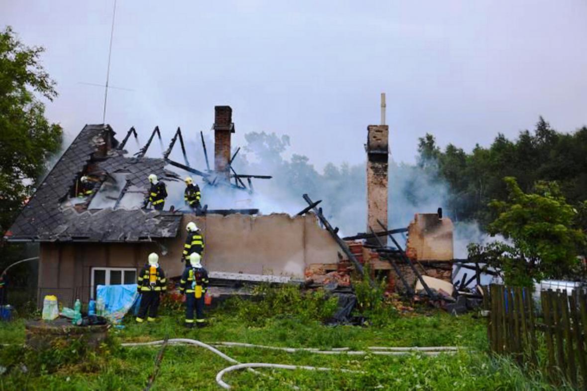 Blesk vypálil dům v Hodoníně na Chrudimsku