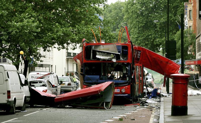 Zdemolovaný autobus poblíž Tavistock Square