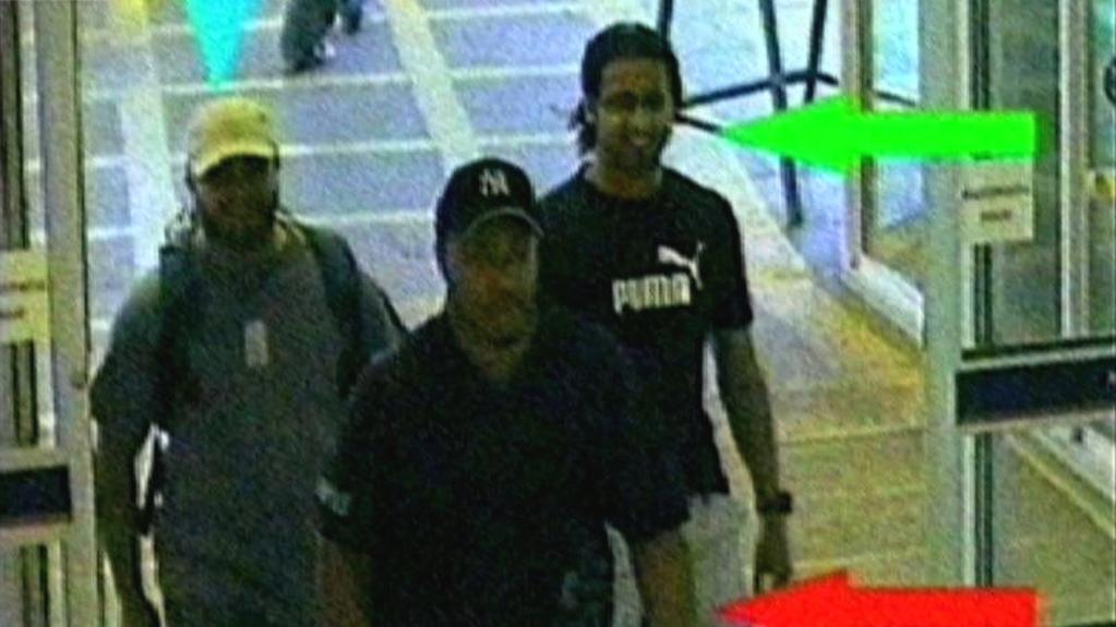 Záběry z kamer na trojici pachatelů