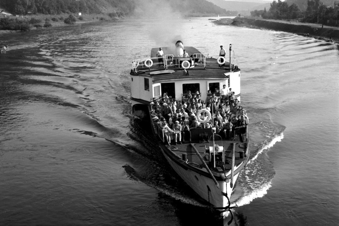 Výletní parník na Vltavě (1961)
