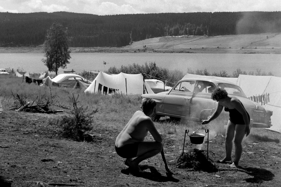 Rekreace na Lipenské přehradě (1960)