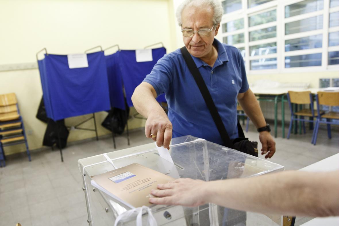 Řekové hlasují v referendu, které může rozhodnout o budoucnosti země