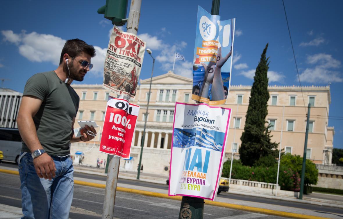 Atény zaplavily plakáty zastánců i odpůrců úspor požadovaných věřiteli