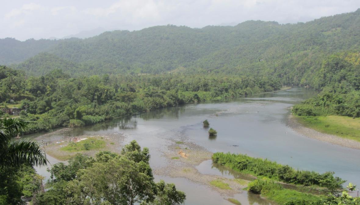 Řeka Rio Grande v jamajském národním parku Blue and John Crow Mountains