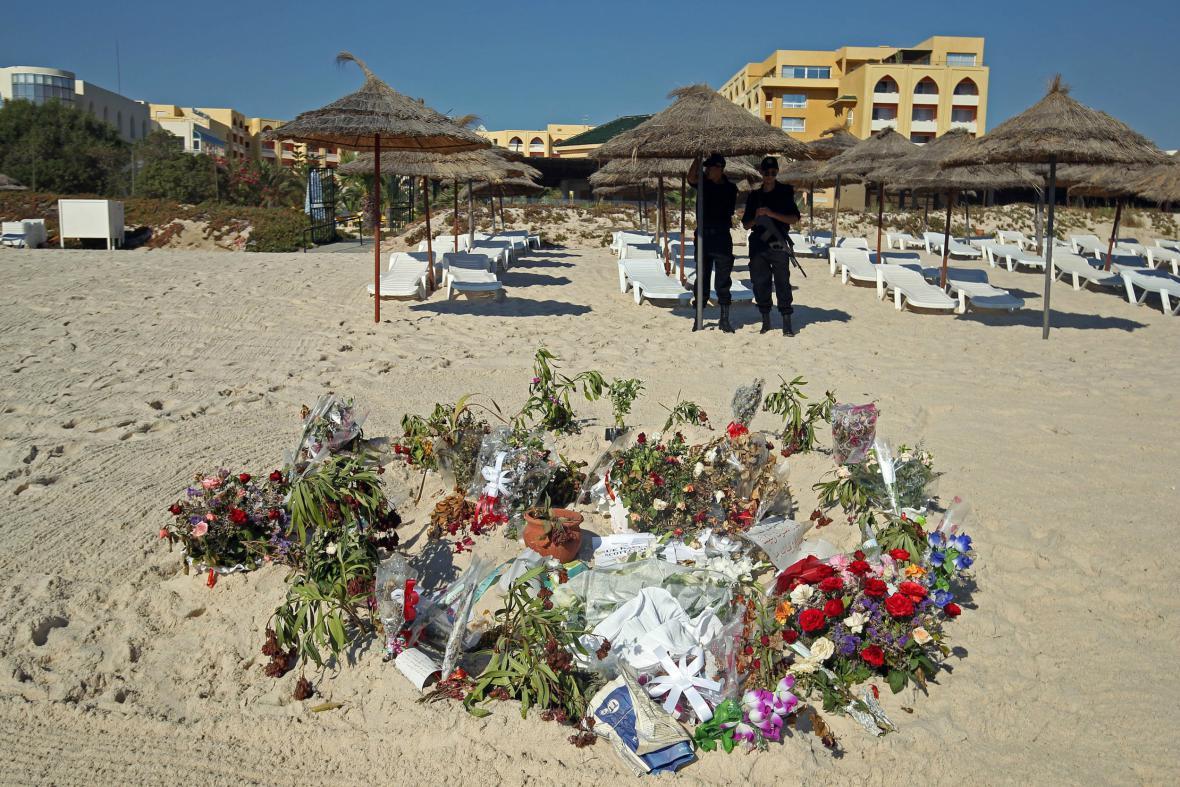 Na pláži v Sousse zůstává pietní místo