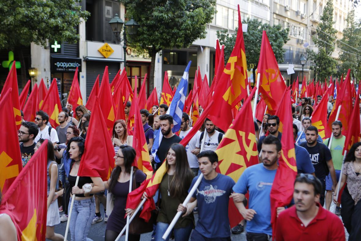 Demonstraci na centrálním náměstí svolala Komunistická strana Řecka