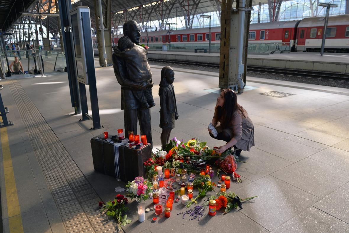 Wintonův památník na pražském hlavním nádraží
