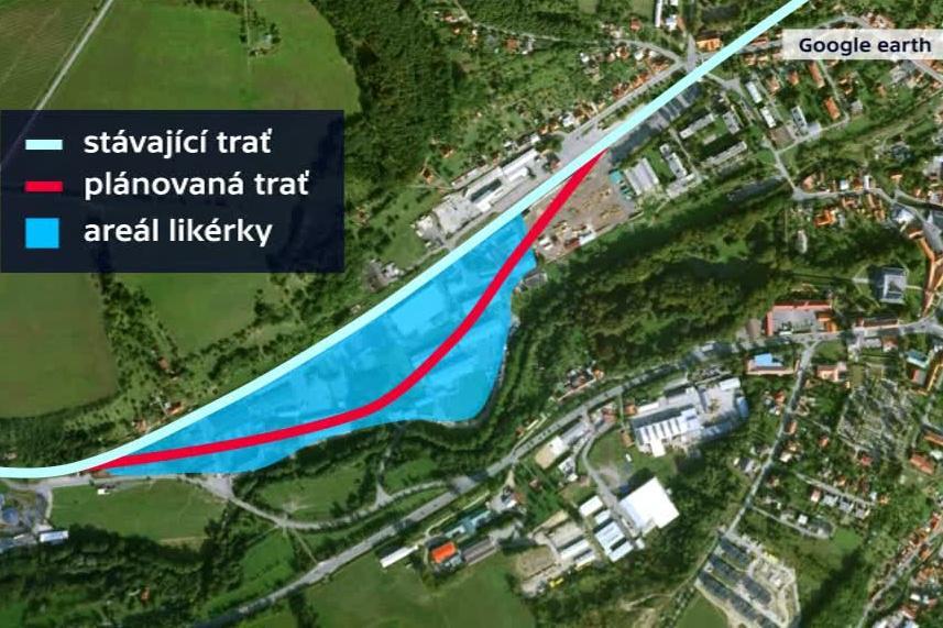 Plánovaná trasa železnice přes areál likérky ve Vizovicích