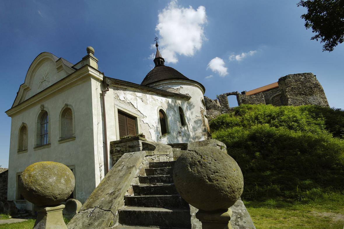 Hradní kaple a zřícenina hradu