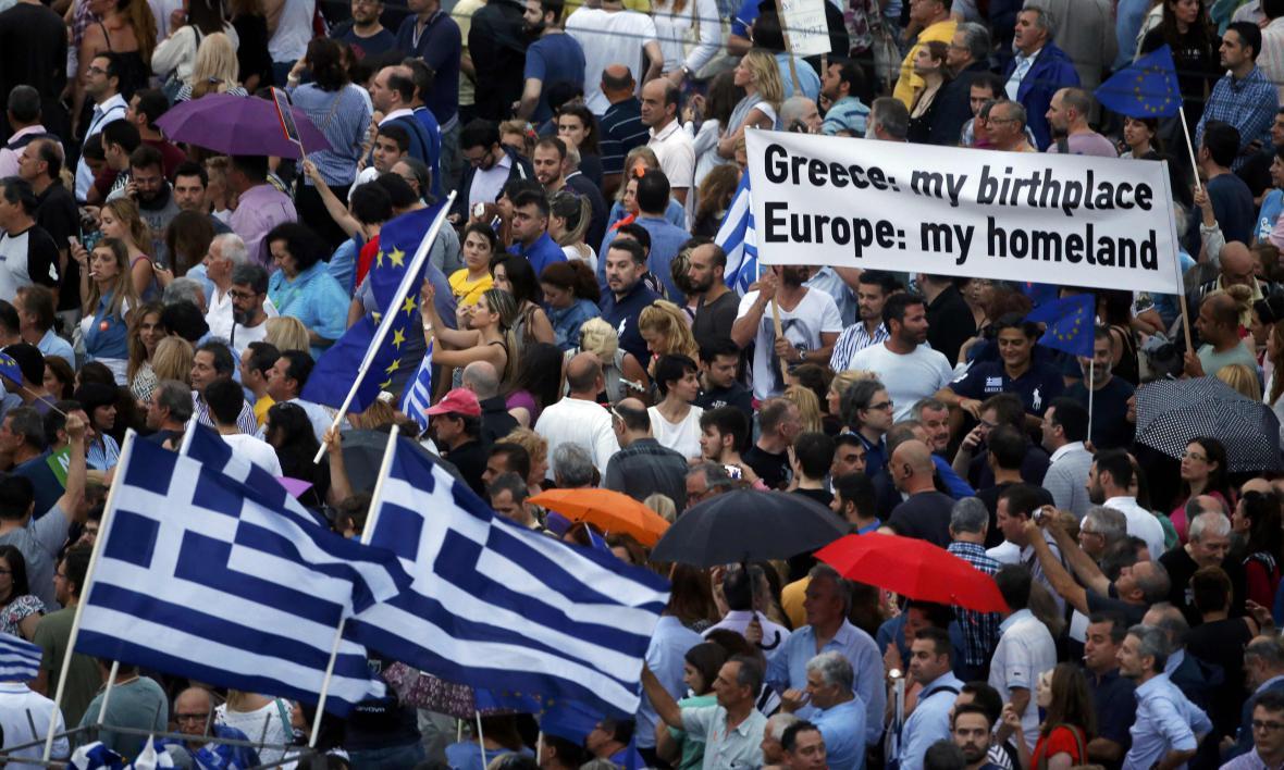 Demonstrace proevropských Řeků v centru Atén
