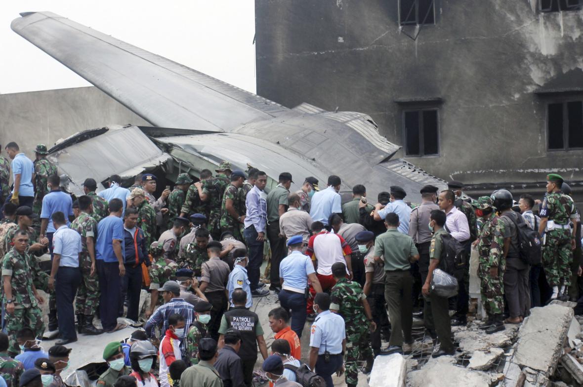 Nehoda vojenského letounu na Sumatře
