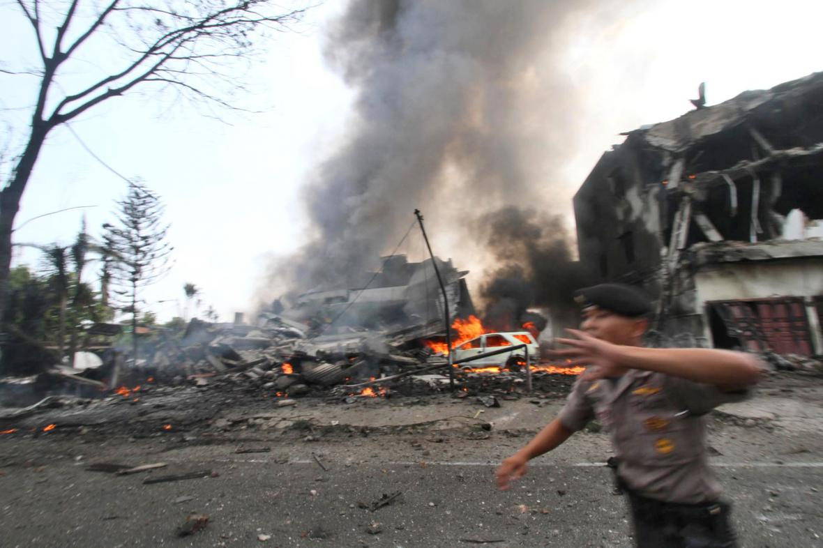 Pád vojenského letounu na Sumatře
