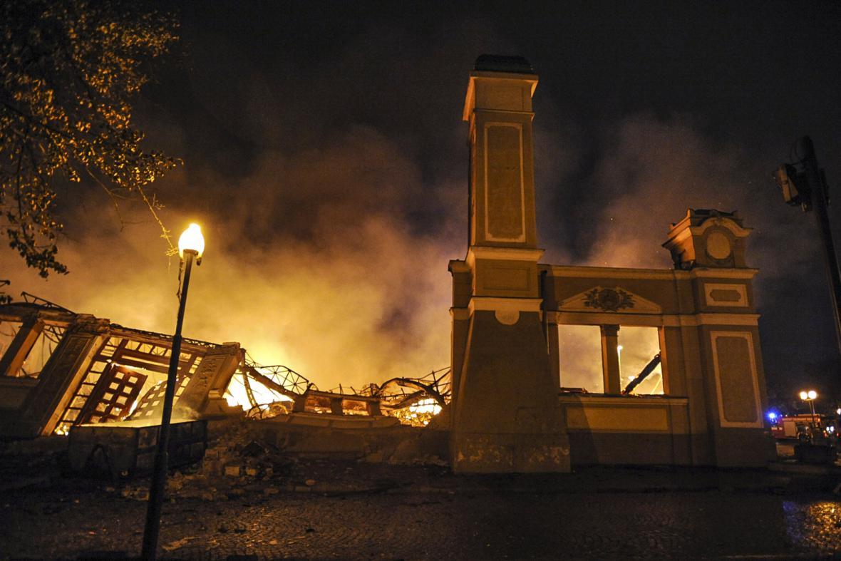 Průmyslový palác při požáru v roce 2008