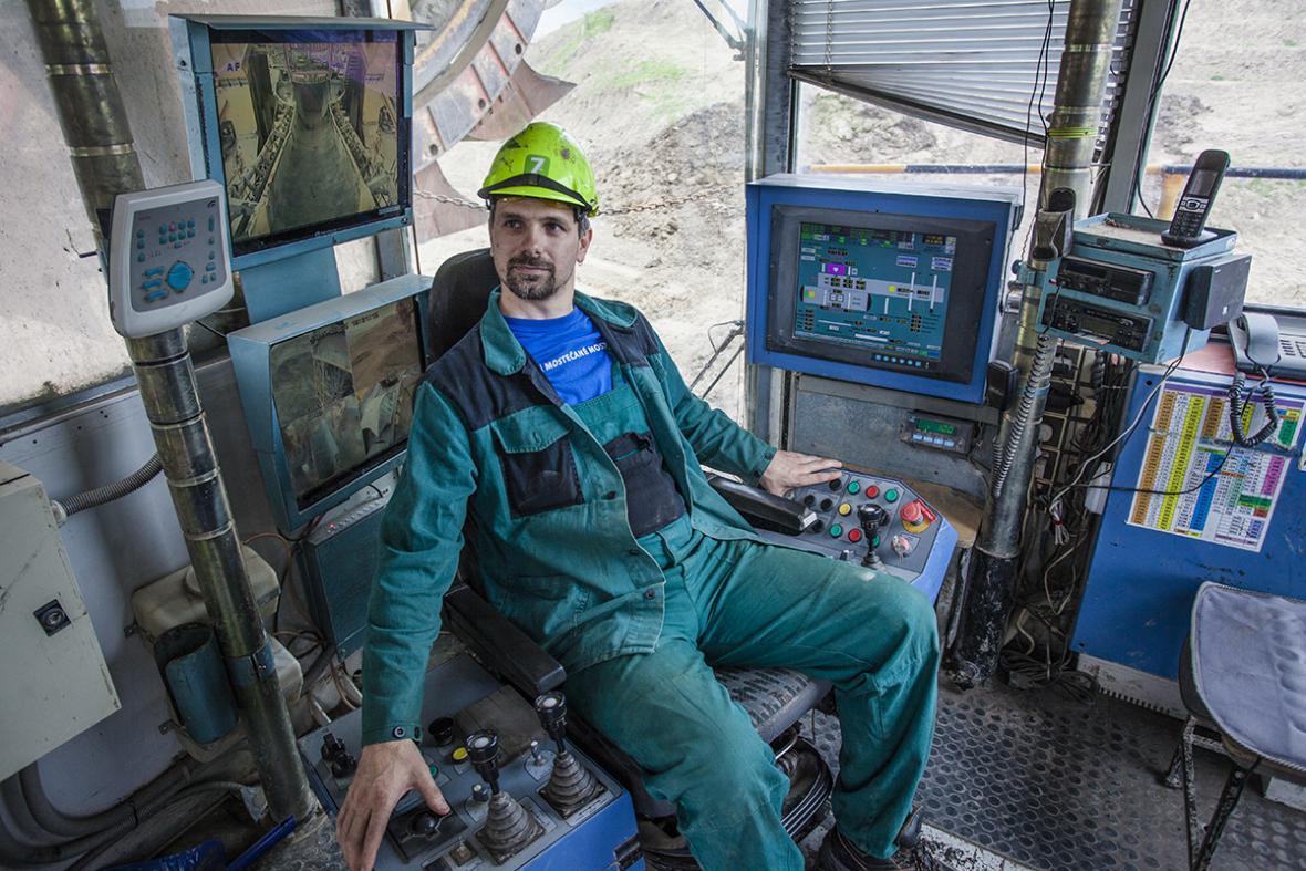 Těžba uhlí v lomu ČSA