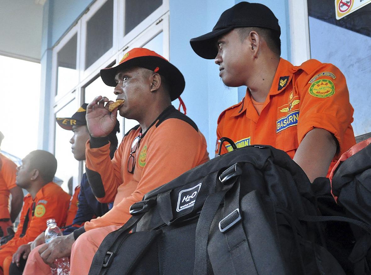 Indonéští záchranáři