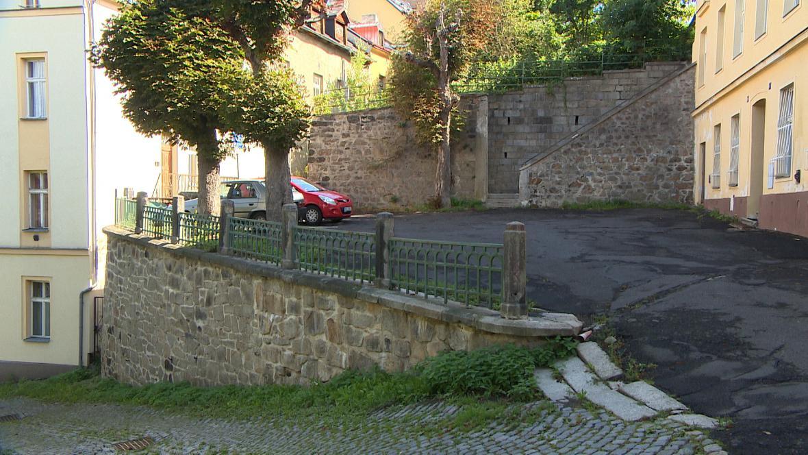 Jedna z mnoha opěrných zdí v Karlových Varech