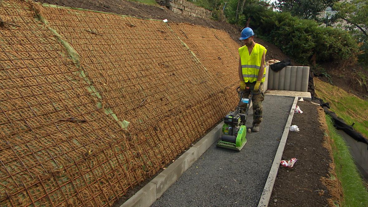 Oprava opěrné zdi v Karlových Varech