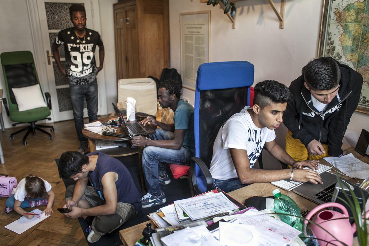 Pomoc uprchlíkům uvízlým v Praze