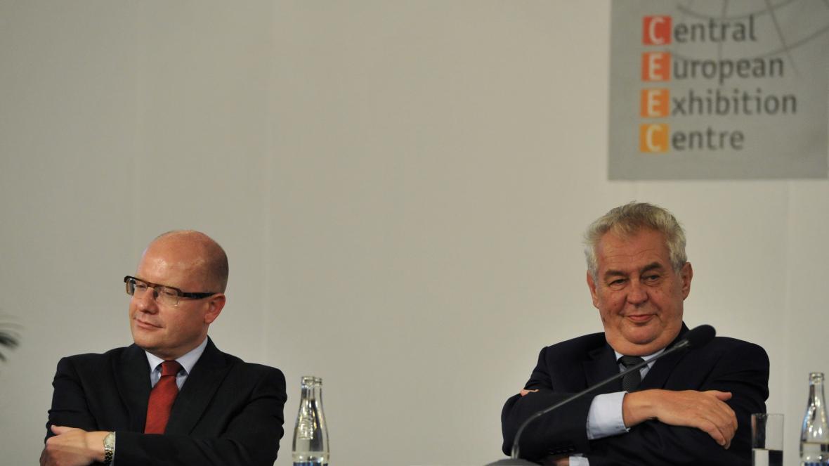 Bohuslav Sobotka a Miloš Zeman na strojírenském veletrhu