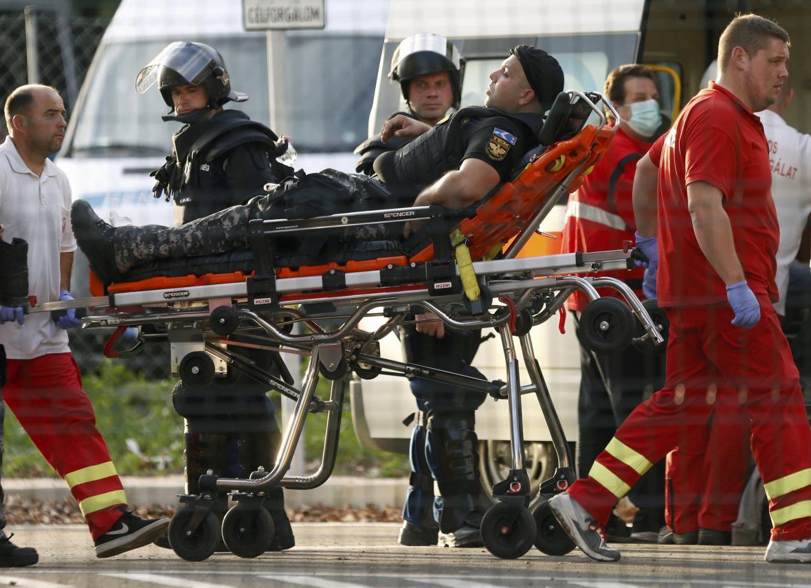 Zraněwný policista po střetech na srbsko-maďarské hranici