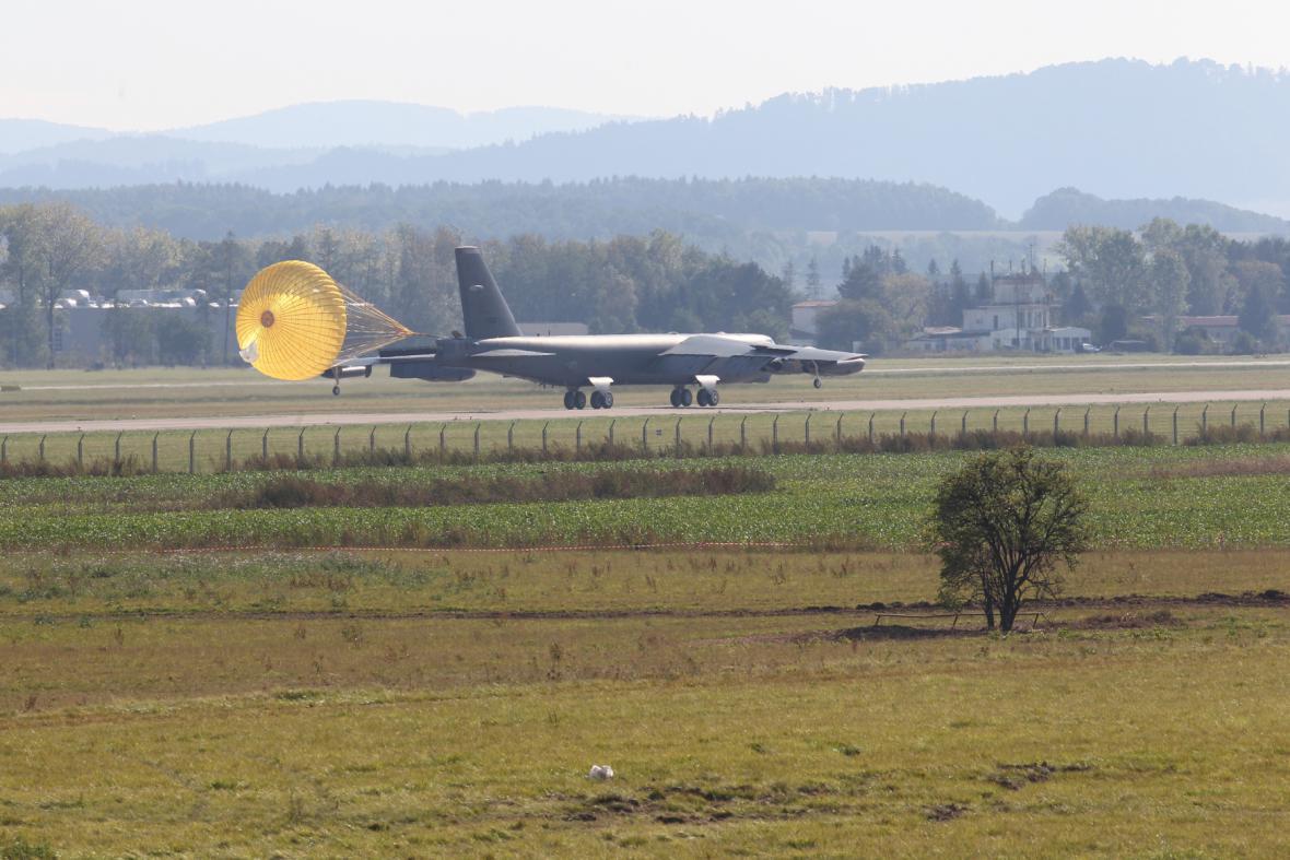 Bombardér B-52 na letišti v Mošnově