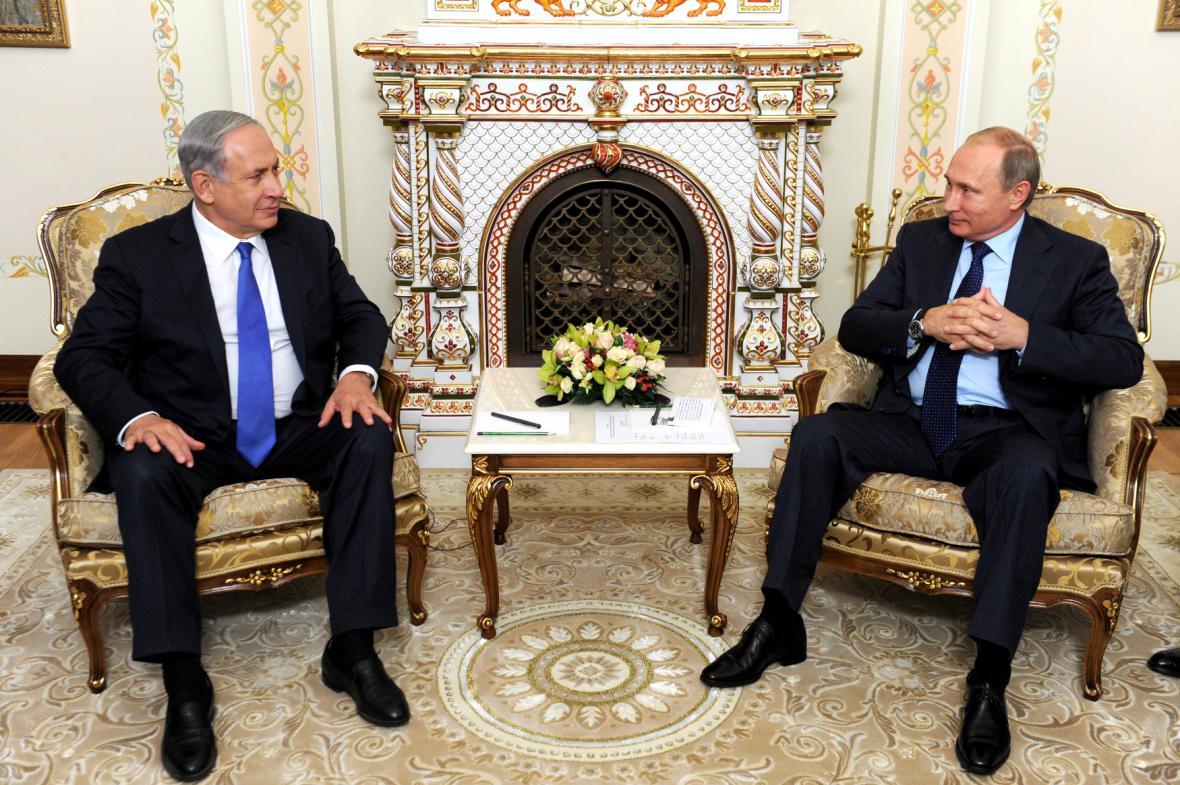 Netanjahu při hovoru s Putinem