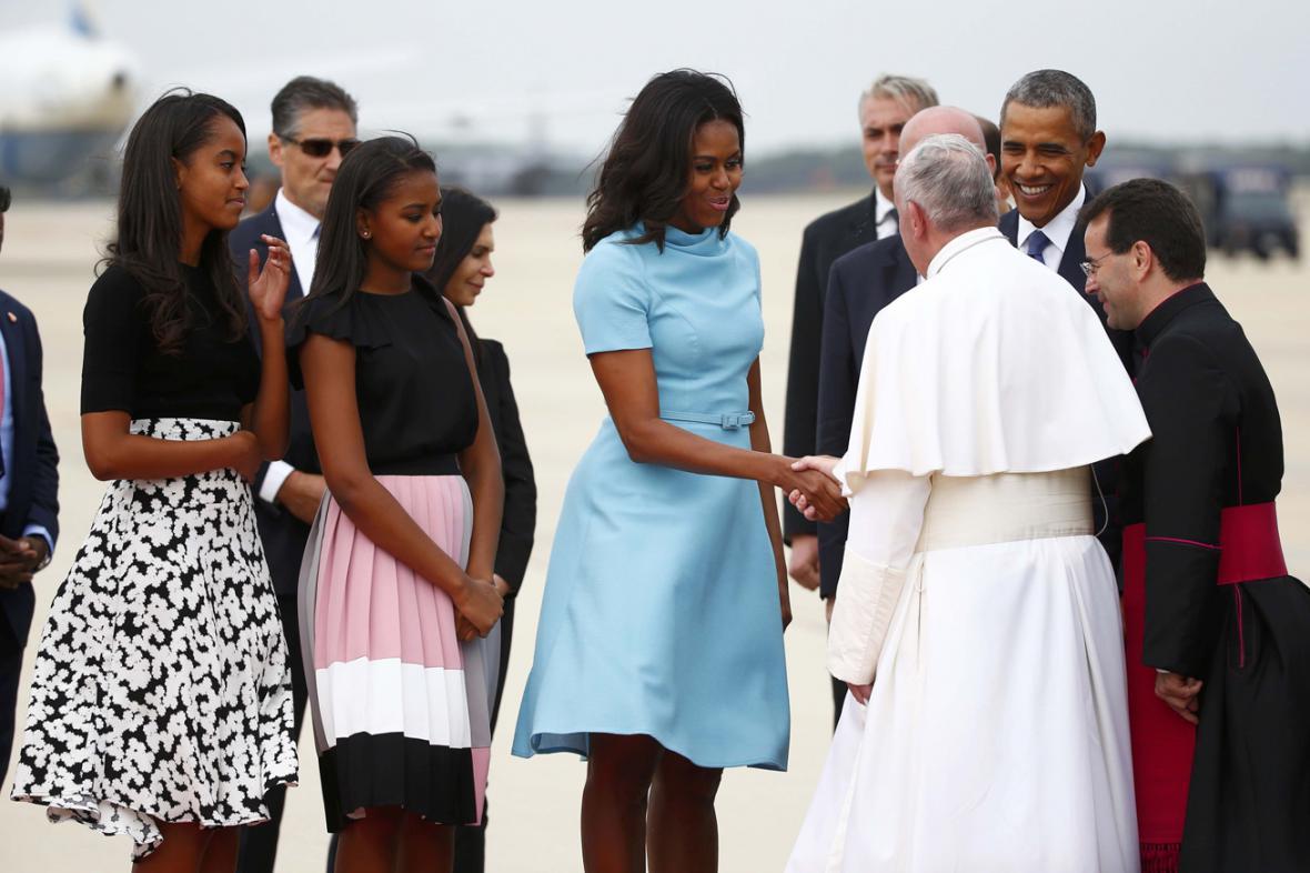 Papeže Františka uvítal Barack Obama s rodinou