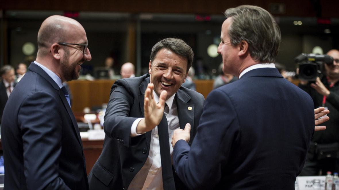 Premiéři Belgie (Charles Michel), Itálie (Matteo Renzi) a Británie (David Cameron) na summitu EU