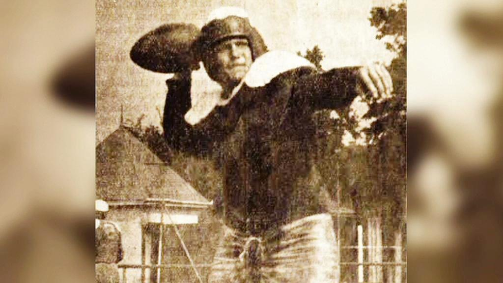 Utkání v americkém fotbalu v září 1945 v Českém Krumlově