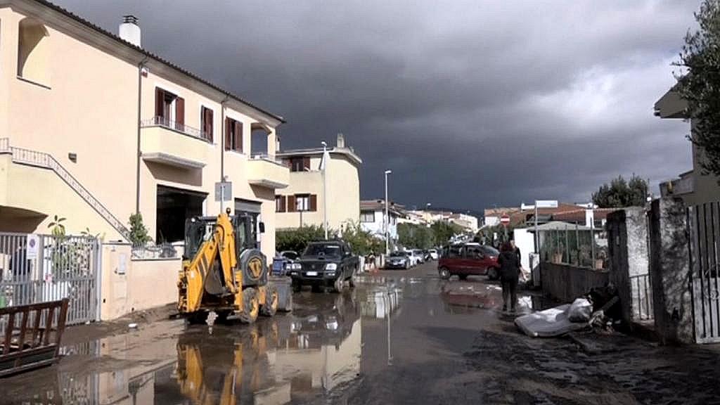 Azurové pobřeží zasáhly záplavy