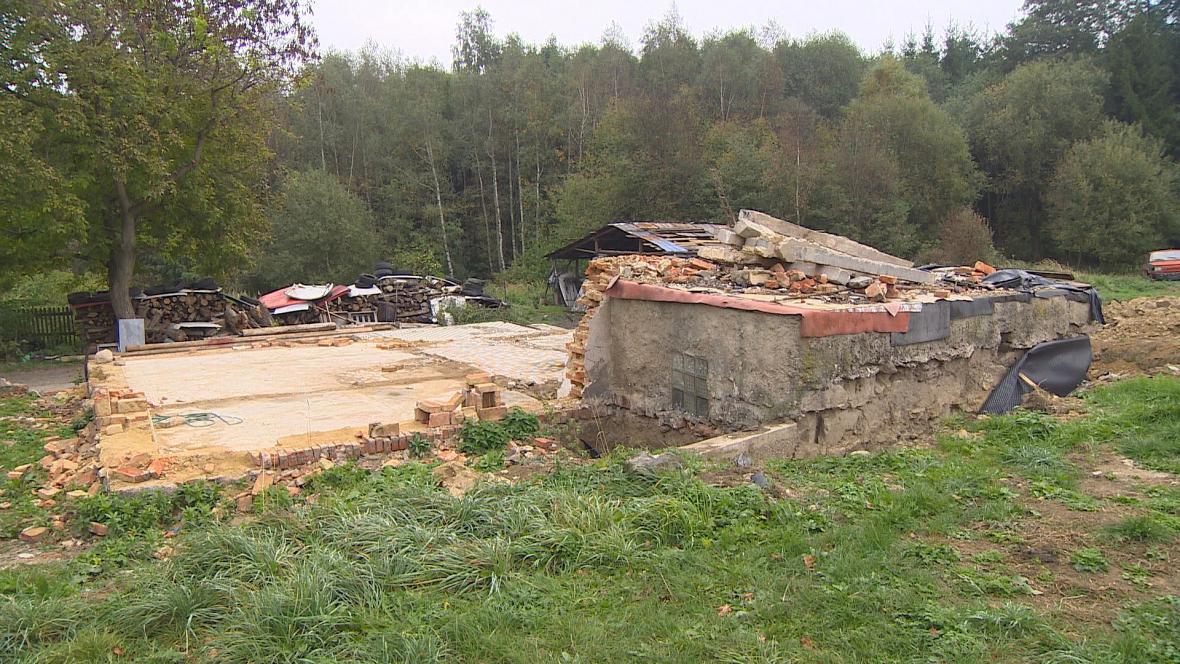 Vyhořelý dům v Hodoníně na Chrudimsku