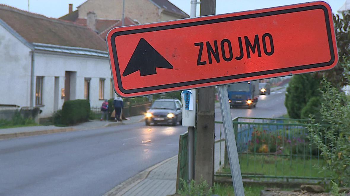 Provoz ničí silnice i chodníky