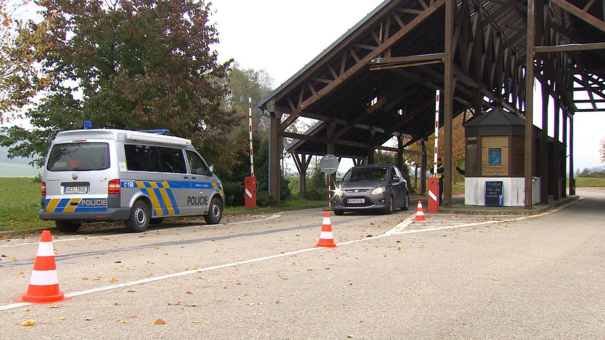 Provizorní zázemí pro policisty na hranicích