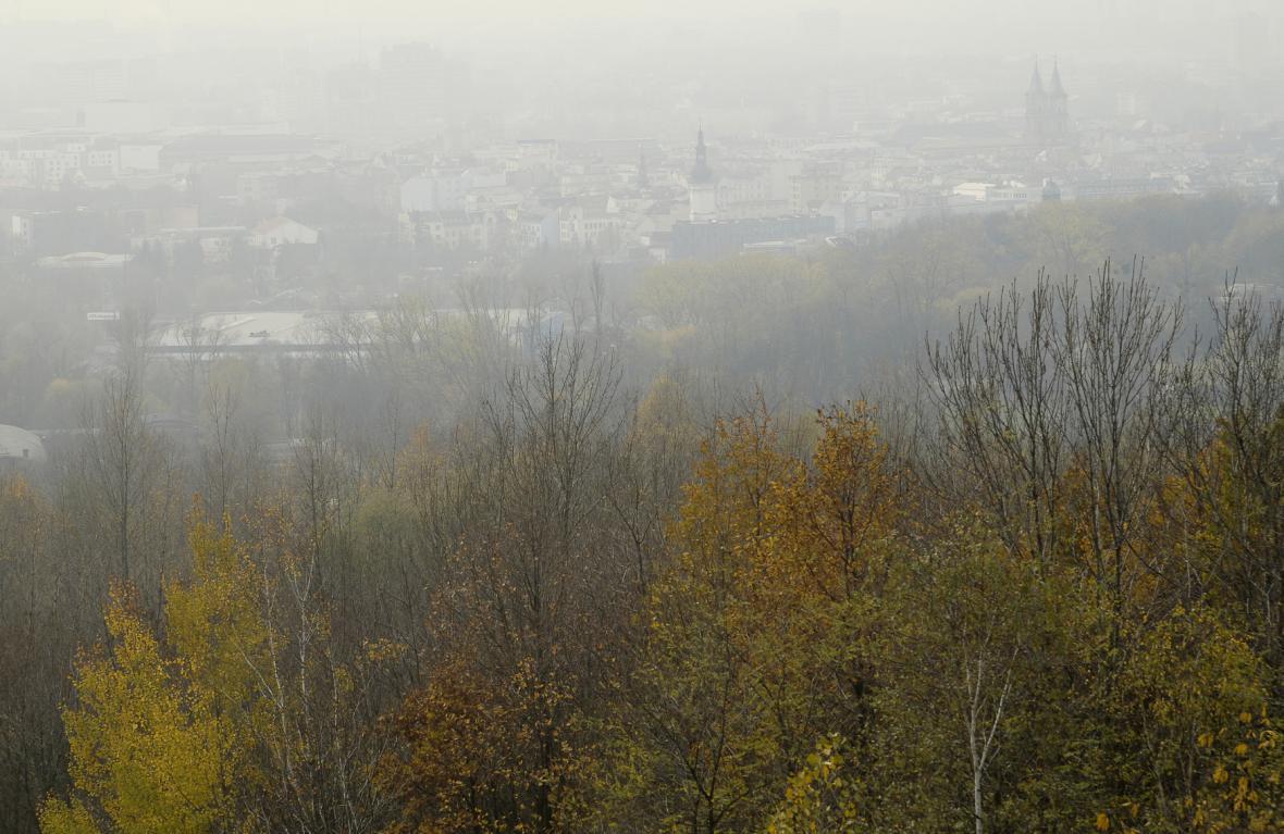 Smog z Ostravě - pohled z haldy Ema