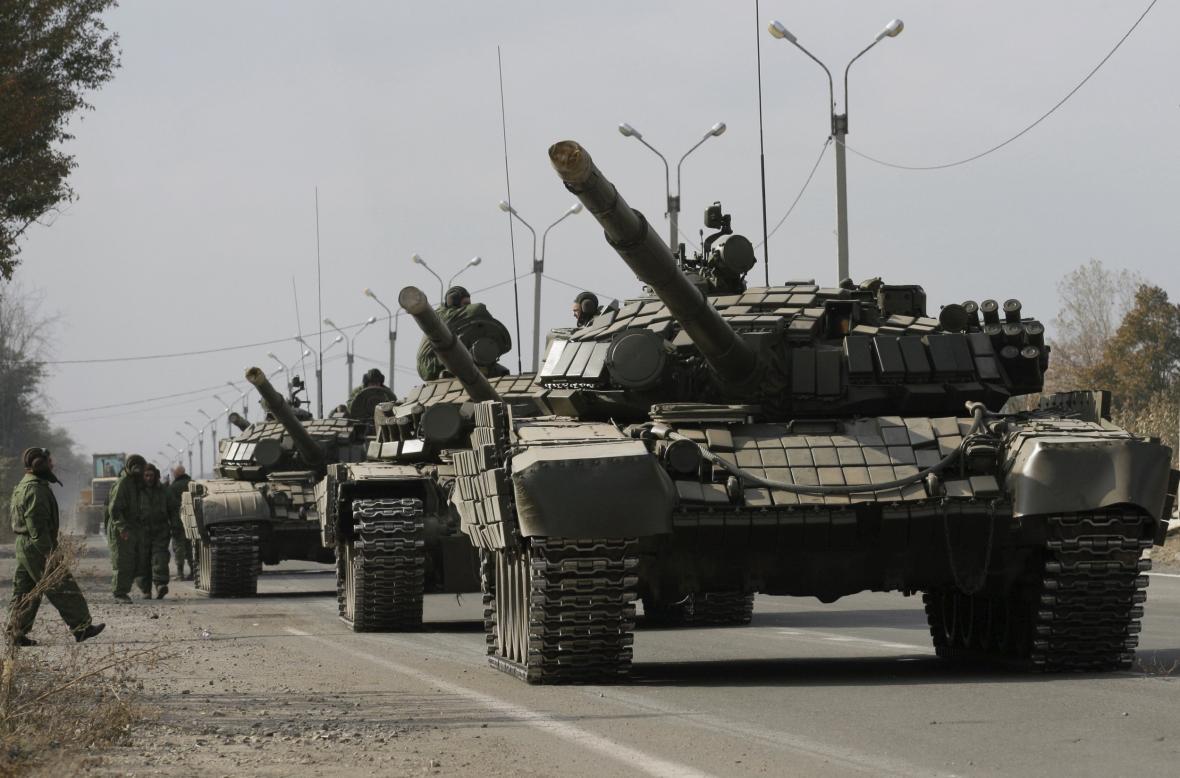 Stahování tanků z luhanské oblasti