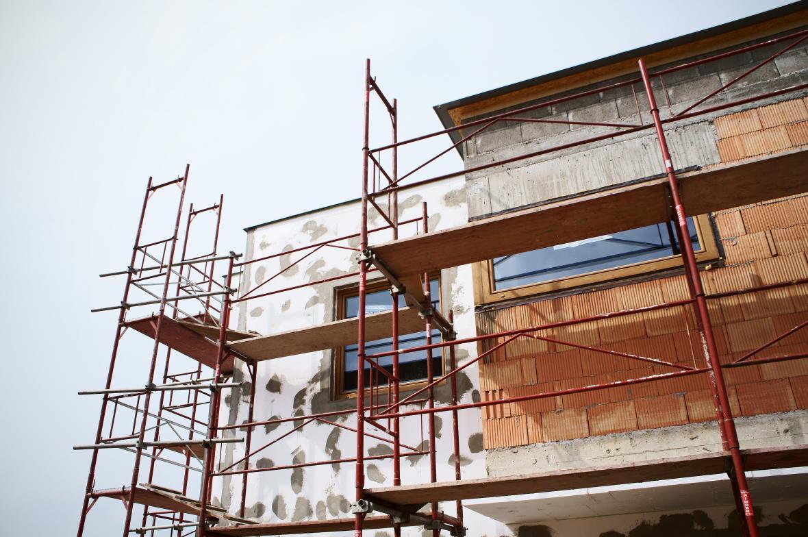 Na stavbu rodinného domu by mělo stačit ohlášení