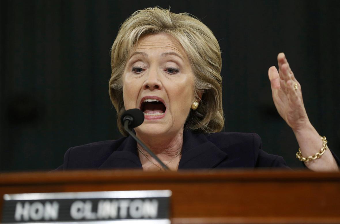 Hillary Clintonová během slyšení v Kongresu