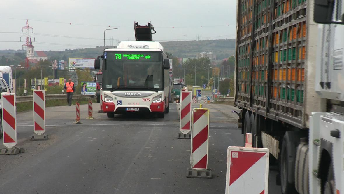 Na okraji Brna se opravuje další most