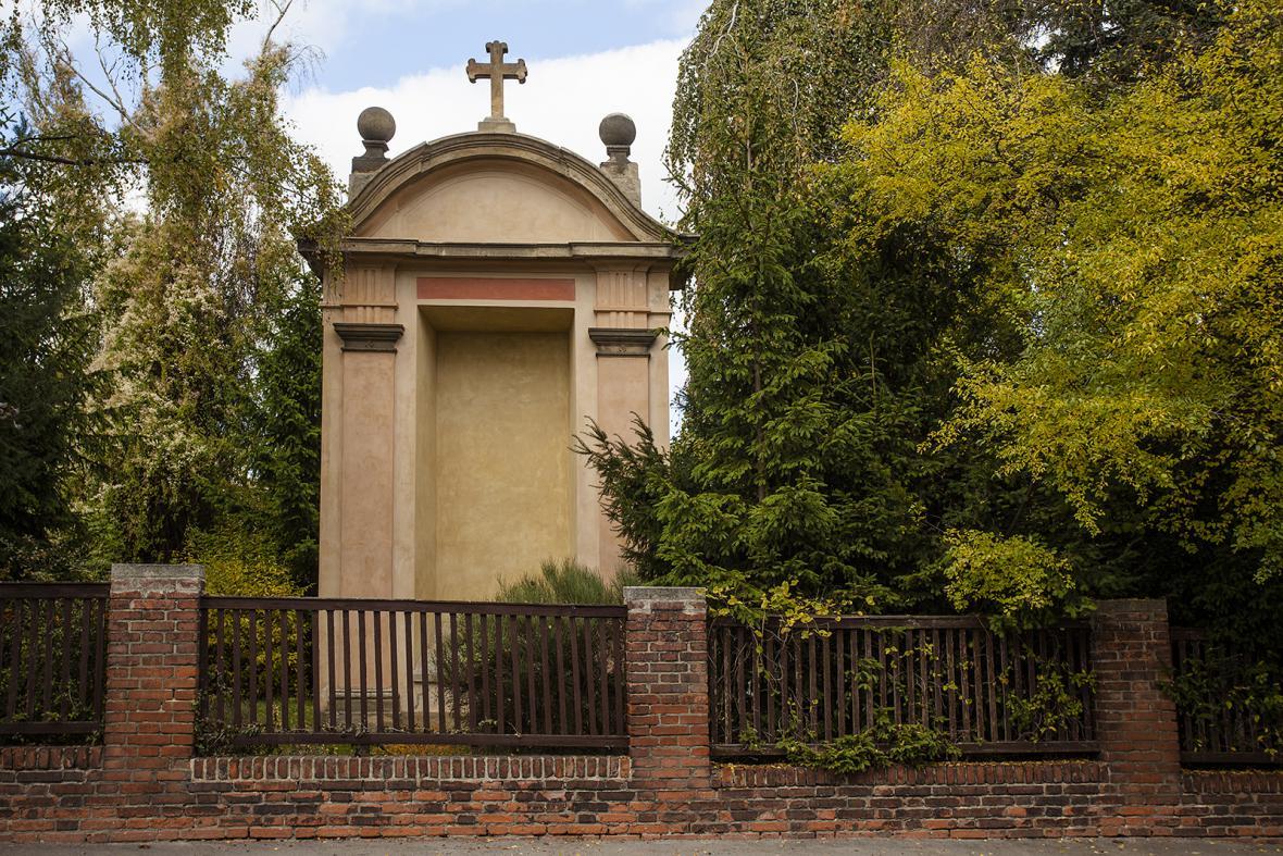 Opravené kaple poutní cesty Hájek