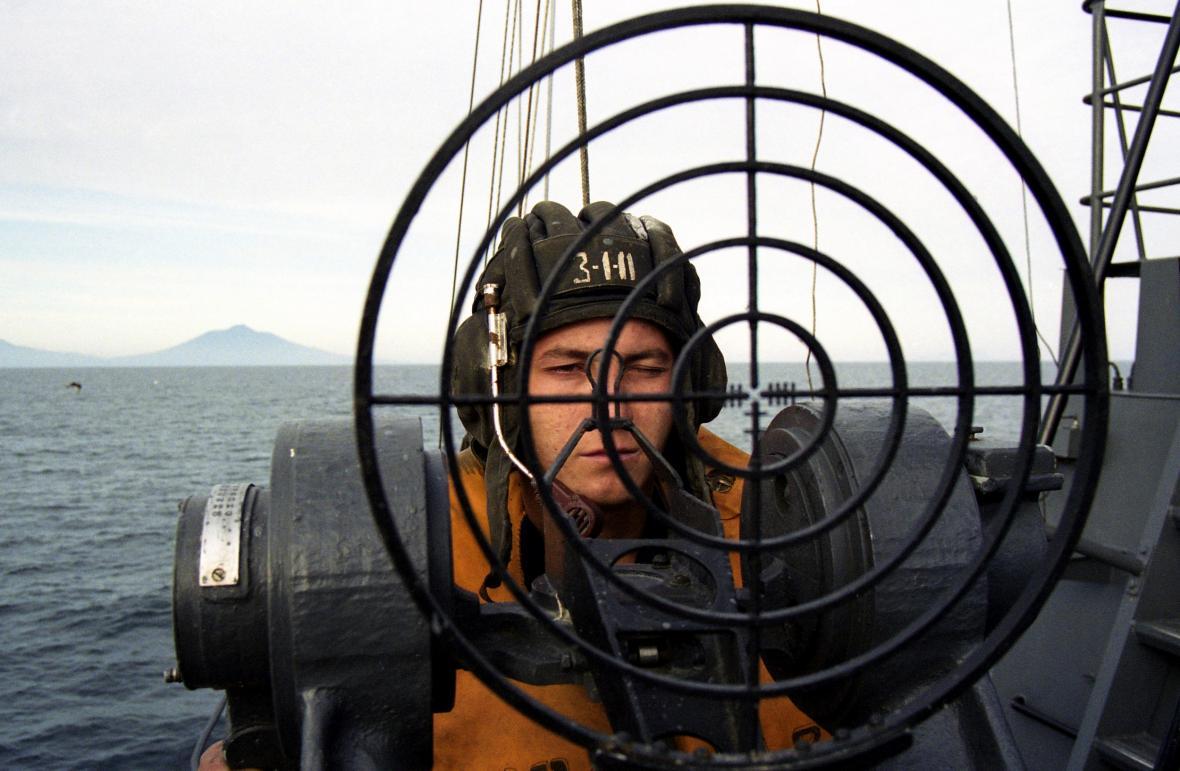 Ruský voják na hlídce u Kurilských ostrovů