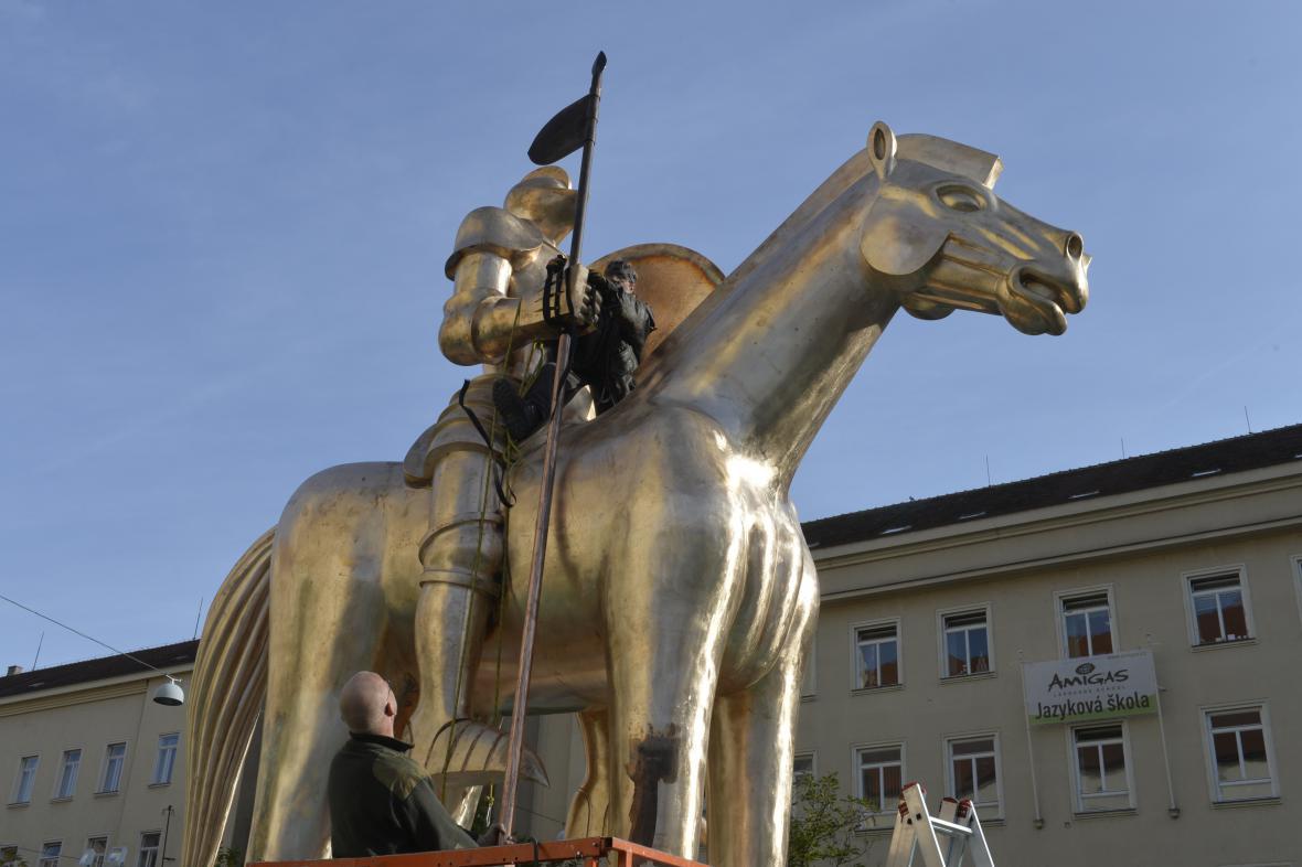 Sestavení sochy markraběte Jošta