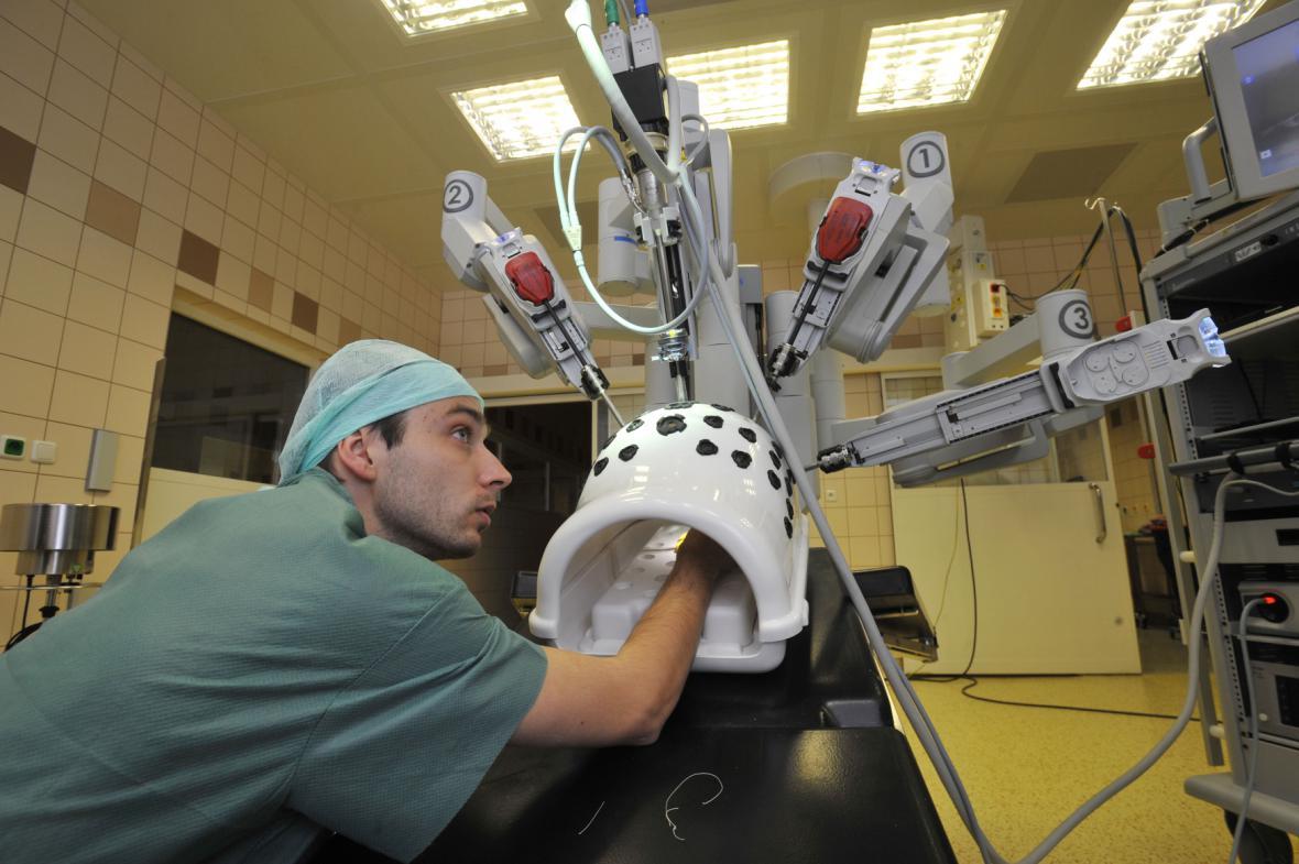 Robotická ramena a simulátor trupu