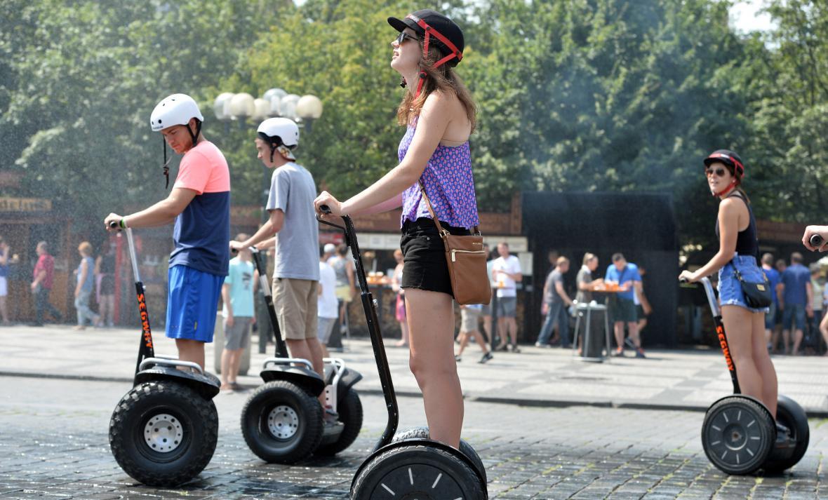 Turisti v Praze