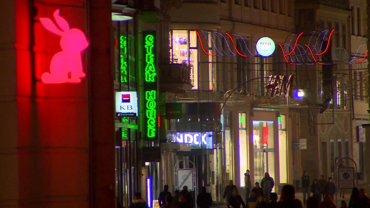 Vizuální smog v Brně se večer mění na světelný