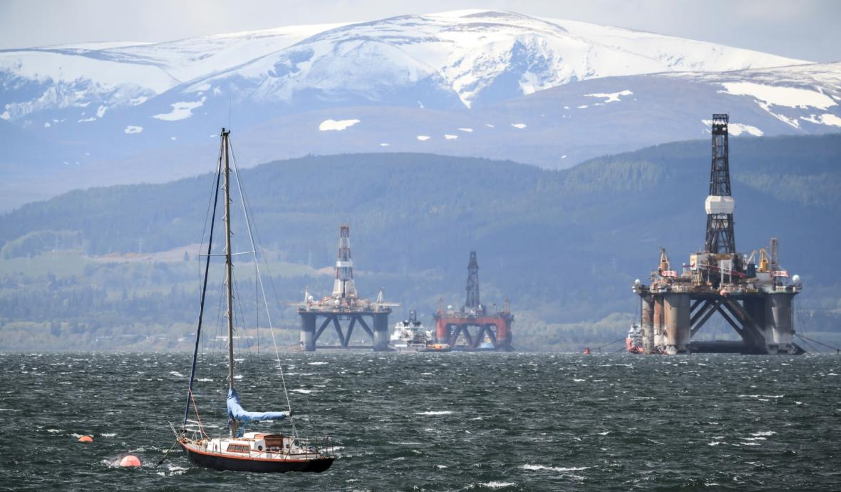 Ropné plošiny u skotského města Cromarty