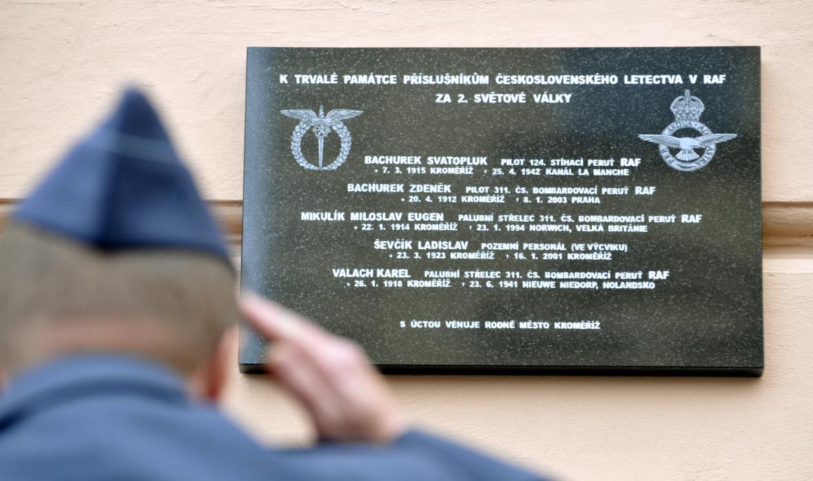 Odhalení pamětní desky kroměřížským příslušníkům RAF