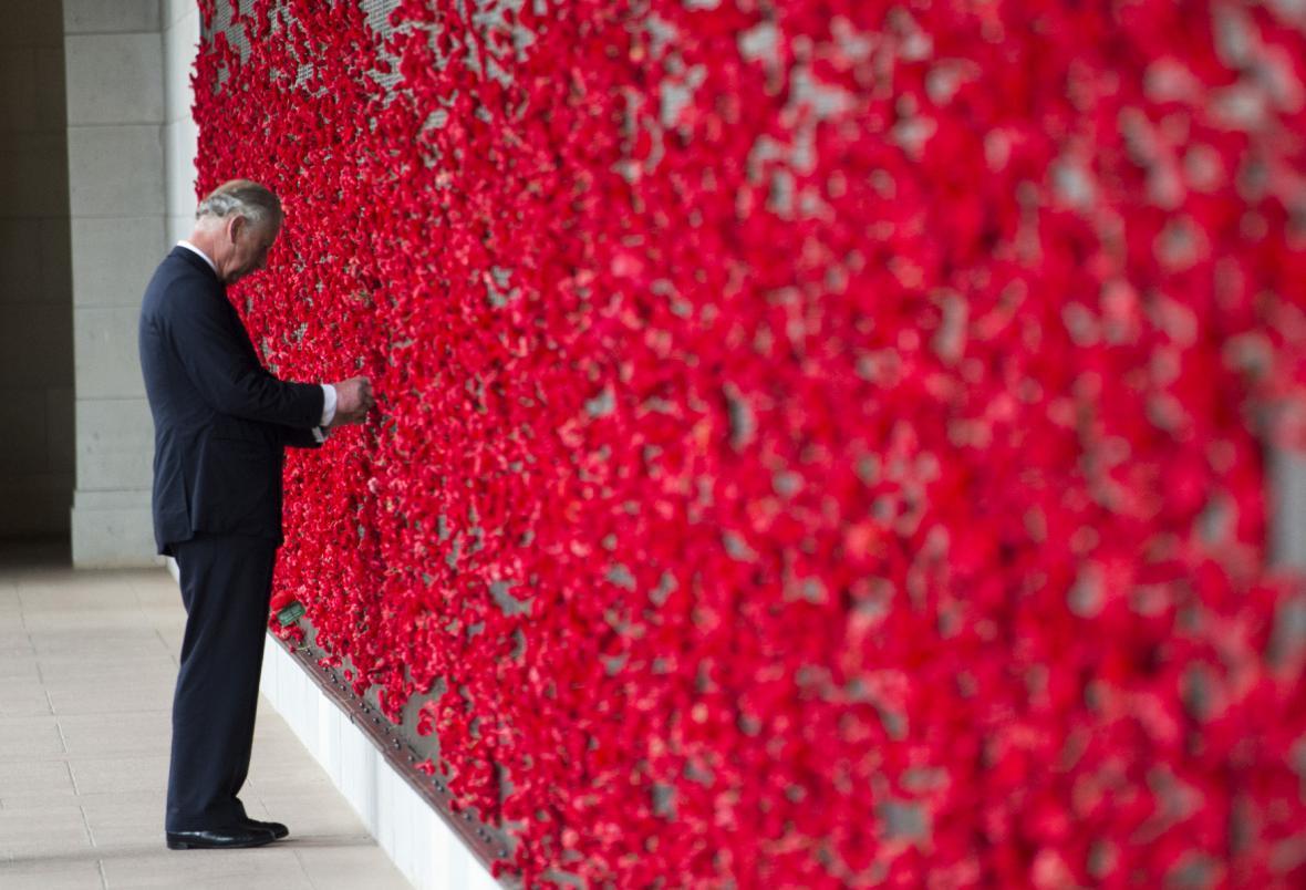 Památce padlých se poklonil i britský princ Charles