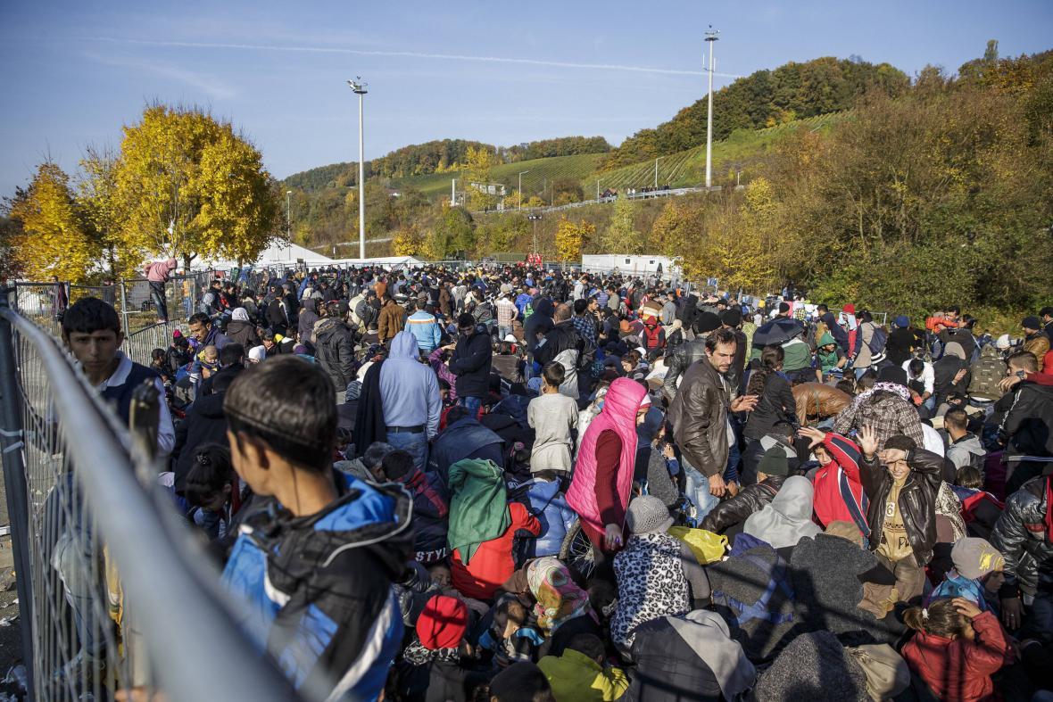 Uprchlíci na přechodu Spielfeld