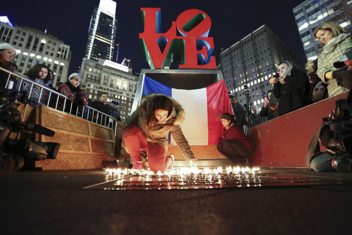 Svíčky v Parku lásky ve Filadelfii